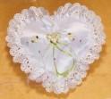 Polštářek na prstýnky ve tvaru srdce se zelenou mašličkou